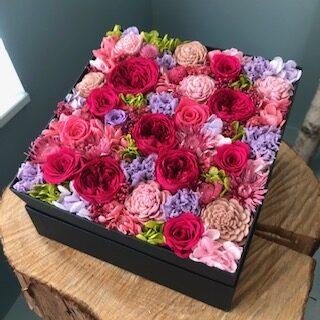 オーダーメイドで特別なバラを入れています